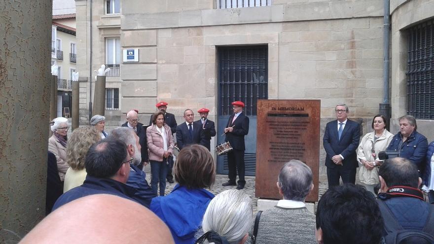 Instituciones alavesas recuerdan a Teodoro Olarte en el 80º aniversario de su asesinato por el franquismo