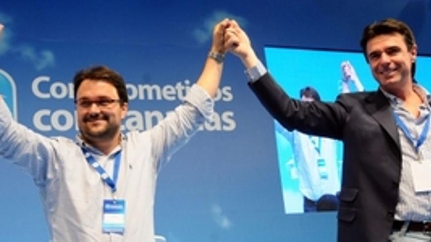 Asier Antona, nuevo Secretario General del PP canario, junto a José Manuel Soria. (ACFI PRESS)