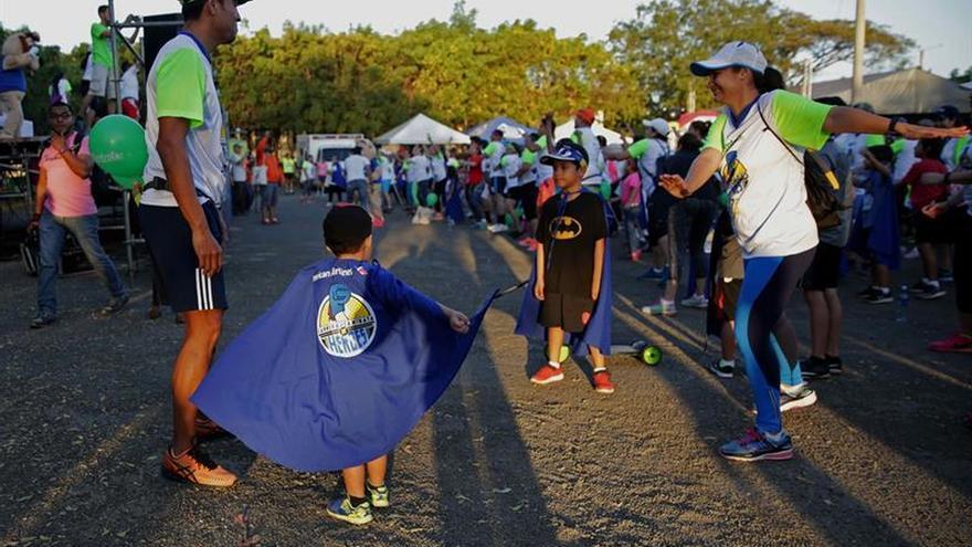 """Realizan una caminata de """"héroes"""" en apoyo a los niños con cáncer en Nicaragua"""
