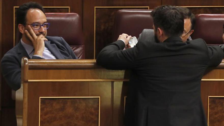 Rufián vuelve a enzarzarse con el PSOE, esta vez por el uso del coche oficial