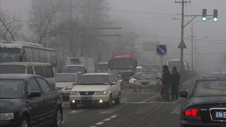 Piden a ciudadanos no salir a la calle ante nueva subida de polución en Pekín