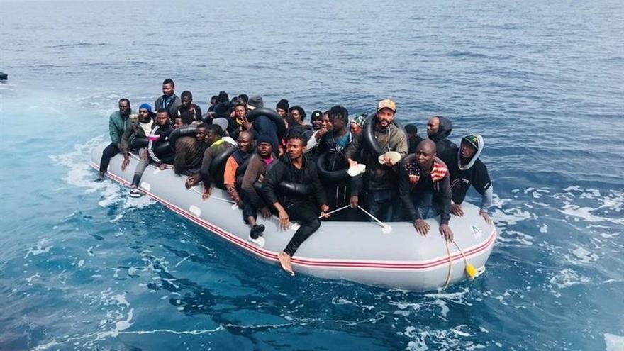 Ascienden a 119 los inmigrantes rescatados este jueves en tres pateras en aguas de Alborán