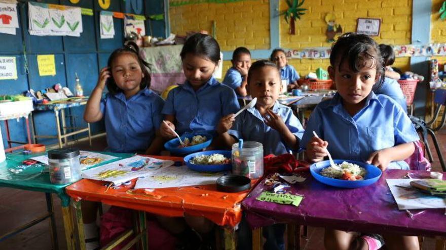 Niños en el municipio de Atiquizaya, en El Salvador