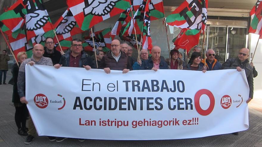 Archivo - Concentración de UGT Euskadi en Bilbao contra siniestralidad laboral (archivo)