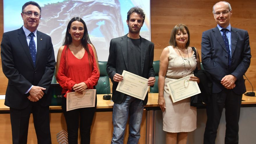 Los artistas distinguidos, junto al presidente de Cajasiete, Fernando Berge, a la izquierda.