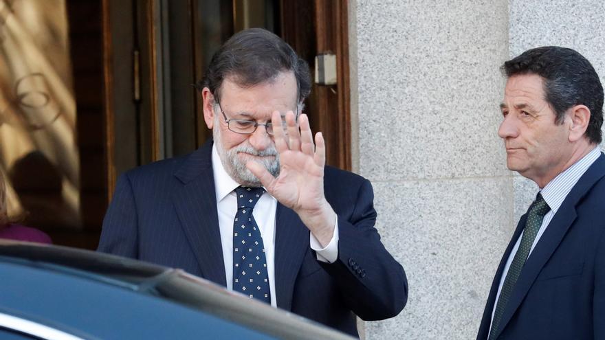 """El expresidente del Gobierno, Mariano Rajoy, a su salida  del Tribunal Supremo tras declarar como testigo en el juicio del """"procés"""""""