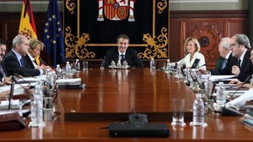 El Consejo de Ministros, reunido este viernes en el Salón del Trono de la Delegación del Gobierno en Canarias. (QUIQUE CURBELO)