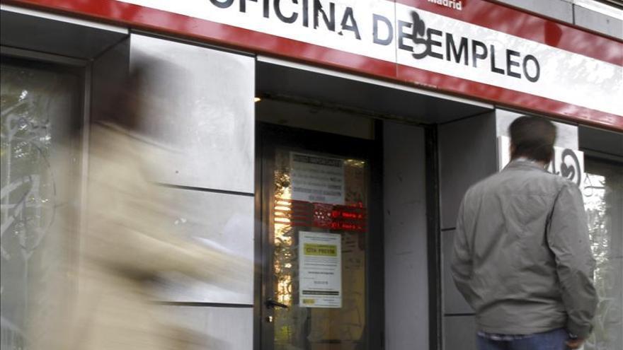 Una laguna laboral ha permitido que 17 trabajadores no trabajen ni cobren prestación. EFE