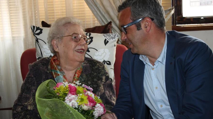 Doña Coralia, este lunes,  con el alcalde de la capital, Sergio Matos.