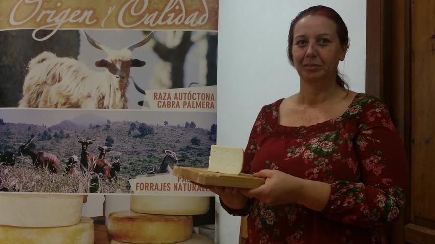 Ana Bel Rodríguez en un taller de aromas del queso palmero en La Recova.
