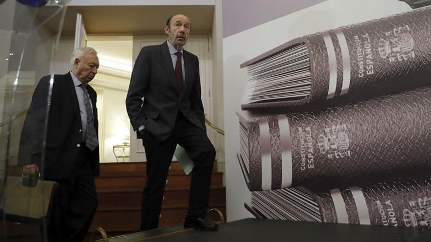 Margallo y Rubalcaba ven urgente reforma Constitución que evitaría conflictos