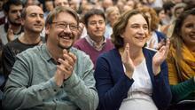 Ada Colau y Xavier Domenech, en una asamblea de la formación