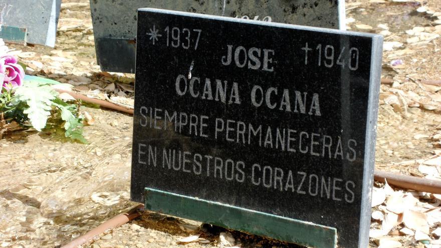 Lápida colocada en el cementerio de Albacete en honor a Pepico Ocaña