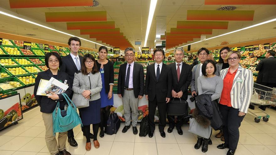 Una delegación de Japanese Consumers'Cooperative Union visita Mercadona Barakaldo para conocer su modelo de negocio