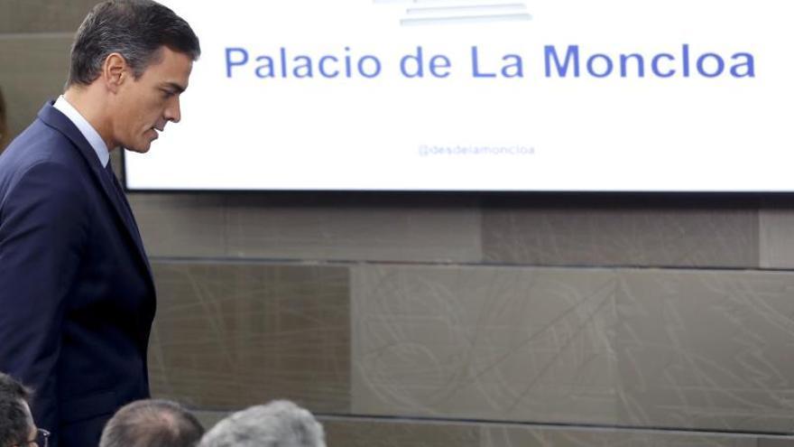 Pedro Sánchez antes de su comparecencia en Moncloa.