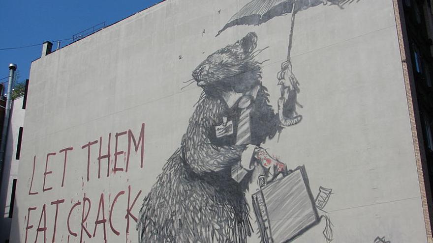 Mural de Banksy pintando en un edificio de Manhattan, Nueva York, en 2008.