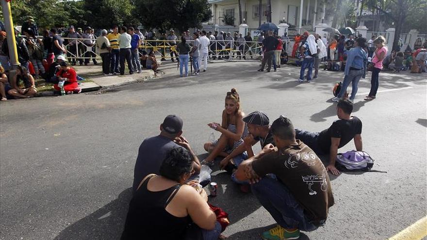 Cubanos protestan en un foro online oficial contra los límites de viajes a los médicos