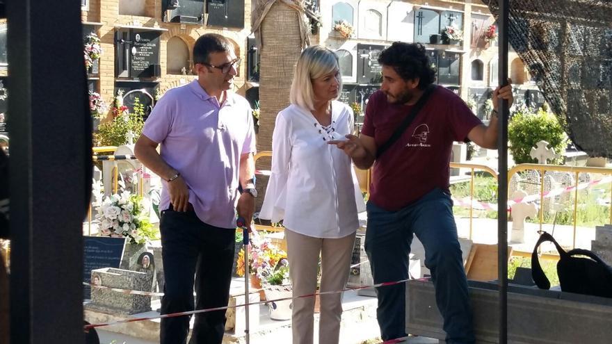 La consellera de Justicia, Gabriela Bravo, ha visitado este martes el cementerio de Paterna