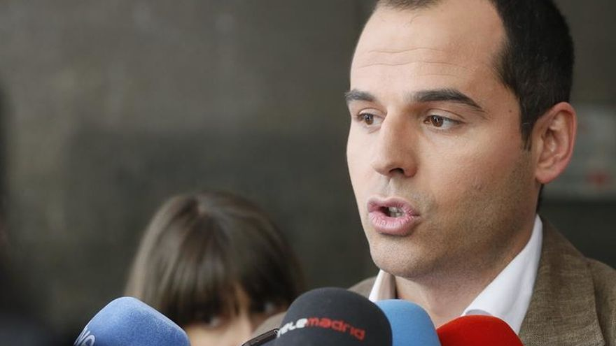 """Aguado: """"Será difícil"""" llegar a acuerdos con un PSOE sin un """"liderazgo claro"""""""