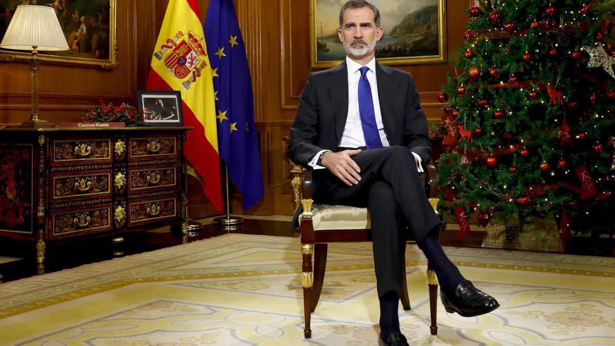El rey Felipe VI pronuncia su tradicional discurso de Nochebuena, desde el Palacio de La Zarzuela. EFE/Ballesteros/pool