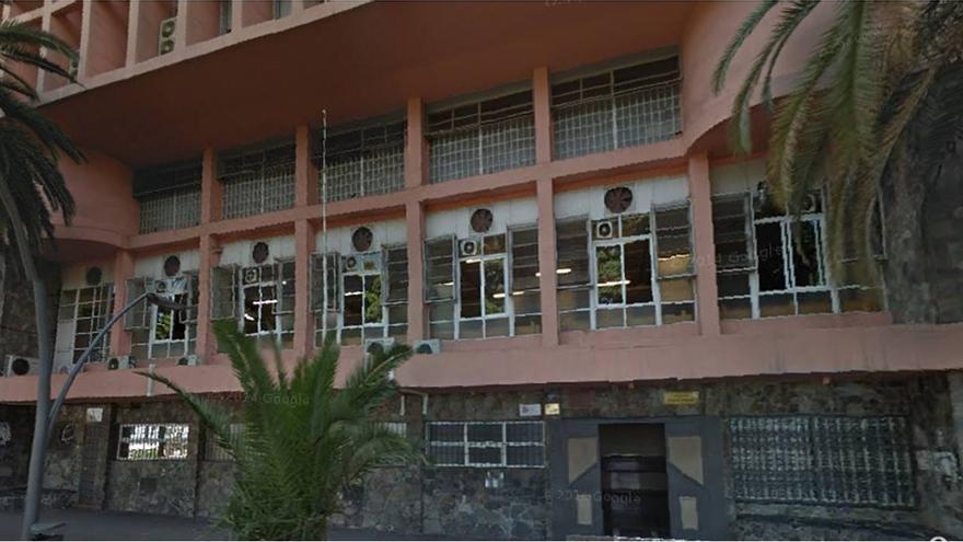 Edificio de la Avenida de Anaga que albergaba la desaparecida Organización de Trabajos Portuarios (OTP).