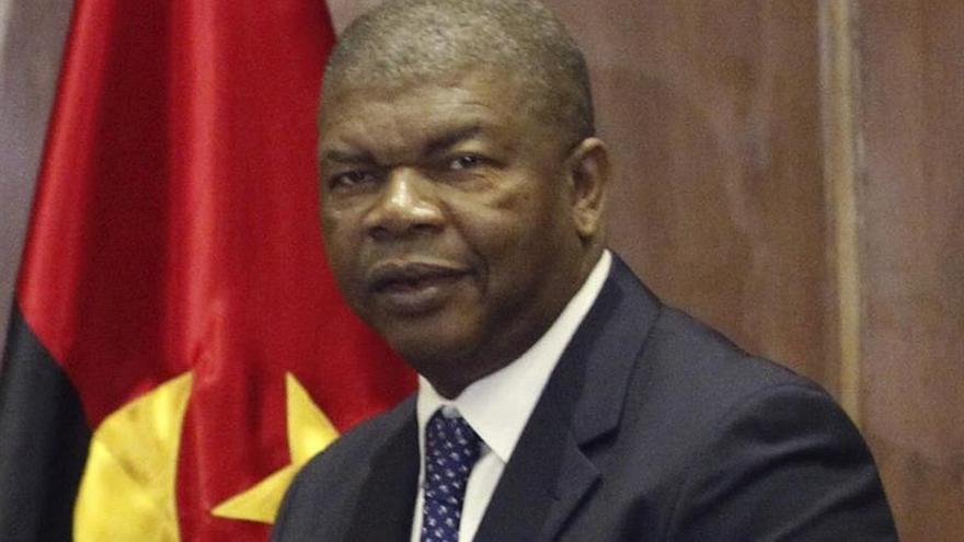 El ministro angoleño de Defensa llega a Cuba con un mensaje de su presidente para Raúl Castro