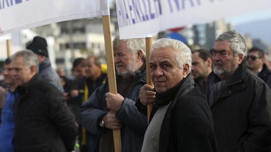Grecia vive una nueva huelga general contra los recortes laborales