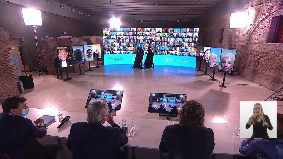 El Presidente y el ministro Arroyo durante el anuncio de la ampliación de la Tarjeta, hace 10 días.