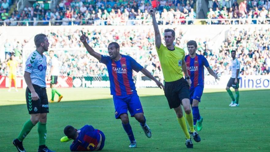 Un momento del encuentro entre el Racing y el Barcelona B en el play off de ascenso. | Racing