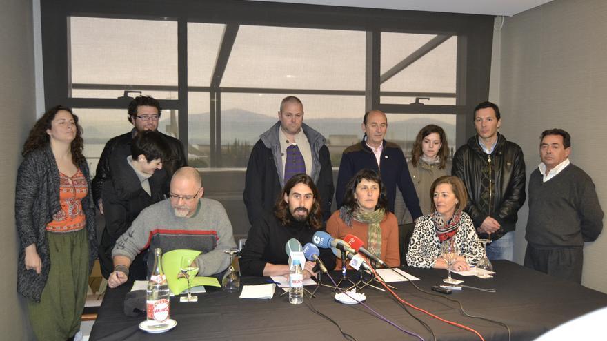 Los integrantes de la candidatura 'Sí se puede Cantabria' durante la rueda de prensa celebrada este lunes.
