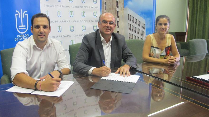 De Izquierda a derecha: Jonathan Felipe, alcalde de Breña Alta; el presidente del Cabildo, Anselmo Pestana, y la consejera de Servicios Sociales, Jovita Monterrey,