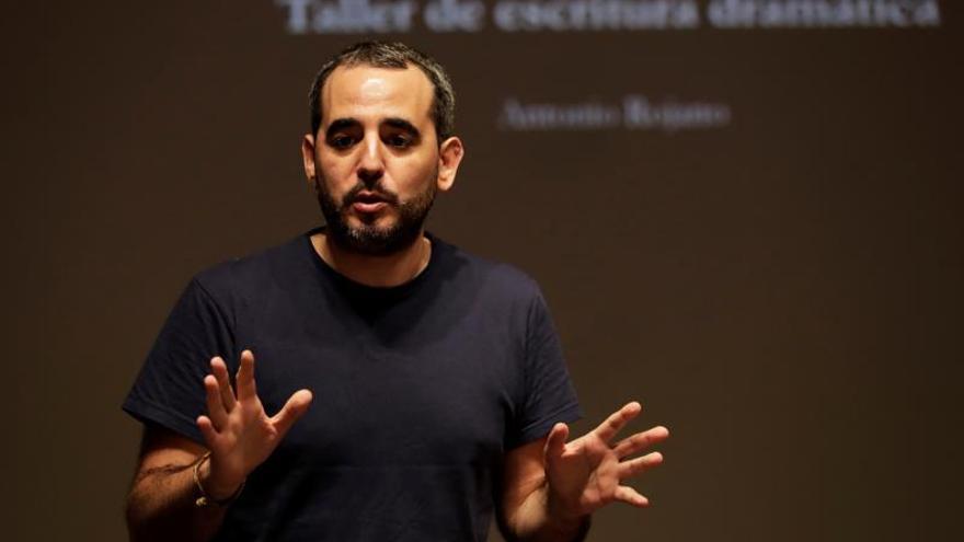 Ni redes ni seriales en internet amenazan al teatro, dice dramaturgo español