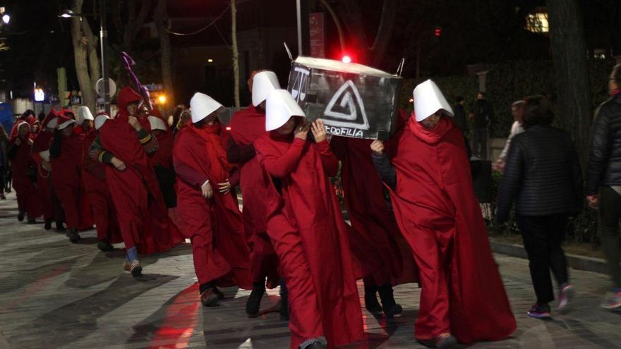 Una ceremonia de entierro del patriarcado