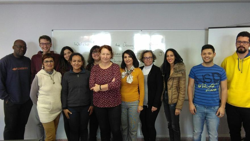 Alumnos y directivos de la Academia Canarias.