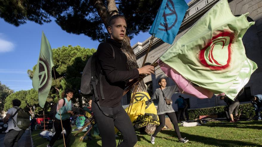 Un activista de Extinction Rebellion al iniciar la acampada en Transición ecológica / 2020 Rebelión por el Clima/Pedro Armestre