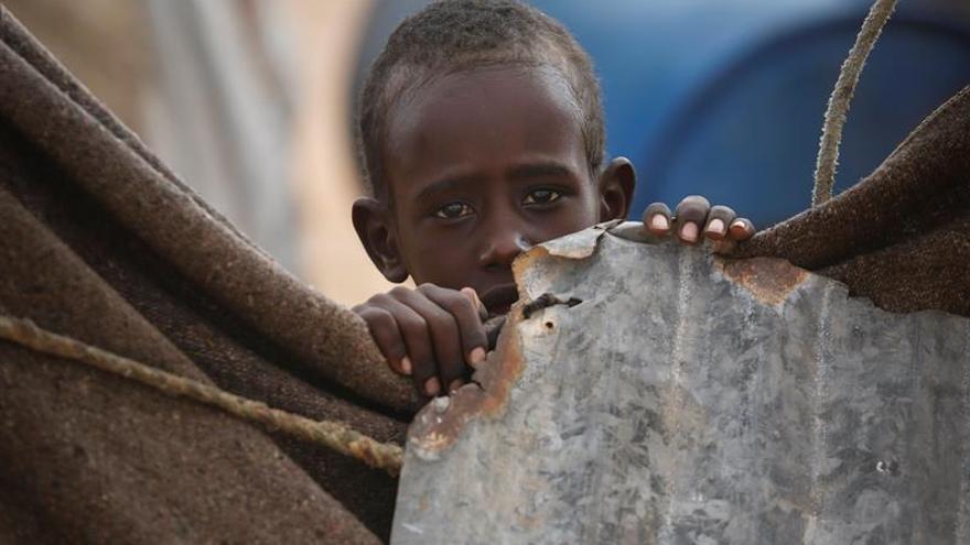 A los niños se les obliga a limpiar, pero no se les da un salario ni se les permite ir a la escuela