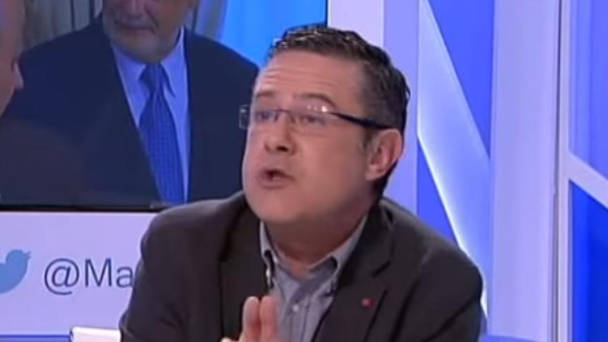 José Manuel Yáñez en la mesa de tertulia del programa Más Claro Agua, de 13TV.