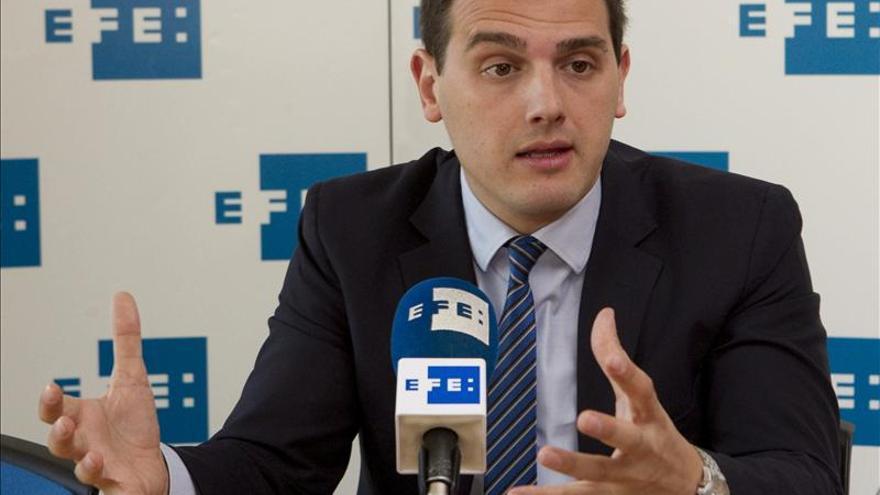Ciutadans pide al PP y a CiU facilitar la contratación y aplicar la moderación fiscal