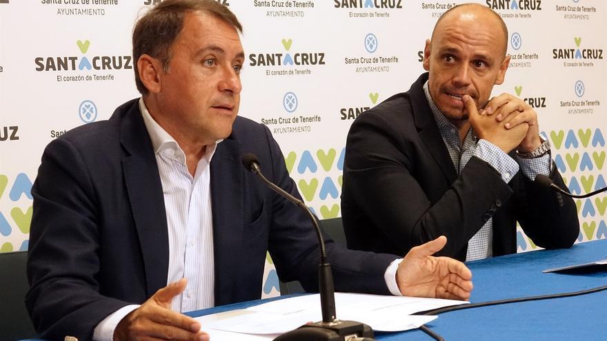 José Manuel Bermúdez, alcalde de Santa Cruz, y Alfonso Cabello, responsable de la Sociedad de Desarrollo, este jueves