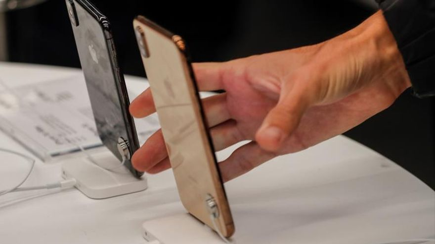 Según datos facilitados a Efe por la consultora estadounidense IDC, durante este año se venderán en España en torno a 15,36 millones de móviles, frente a los 15,67 millones que se comercializaron en 2018, lo que supone un descenso de dos puntos porcentuales.