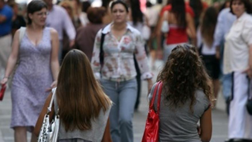 Gente comprando en calles de Andalucía