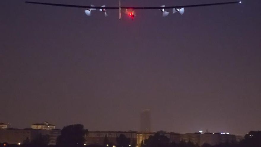 El Solar Impulse II aterriza en El Cairo en su última escala
