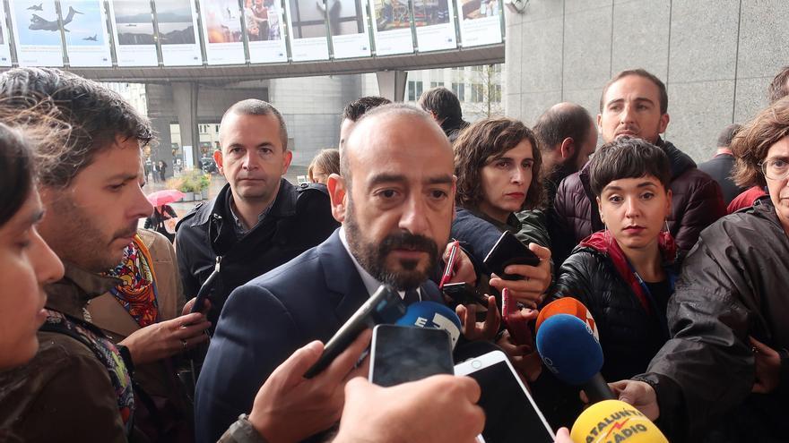El eurodiputado de Ciudadanos, Jordi Cañas, hace declaraciones a los medios de comunicación tras la manifestación con motivo del 1 de octubre en Bruselas en la que ha participado este martes el expresidente de la Generalitat Carles Puigdemont.