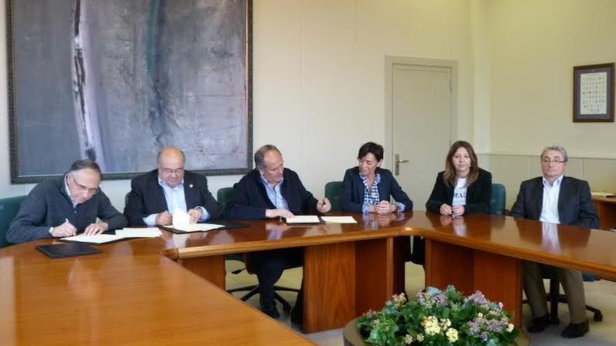 UC y Consejería de Medio Ambiente firman dos convenios sobre el Observatorio Astronómico y los cursos de verano