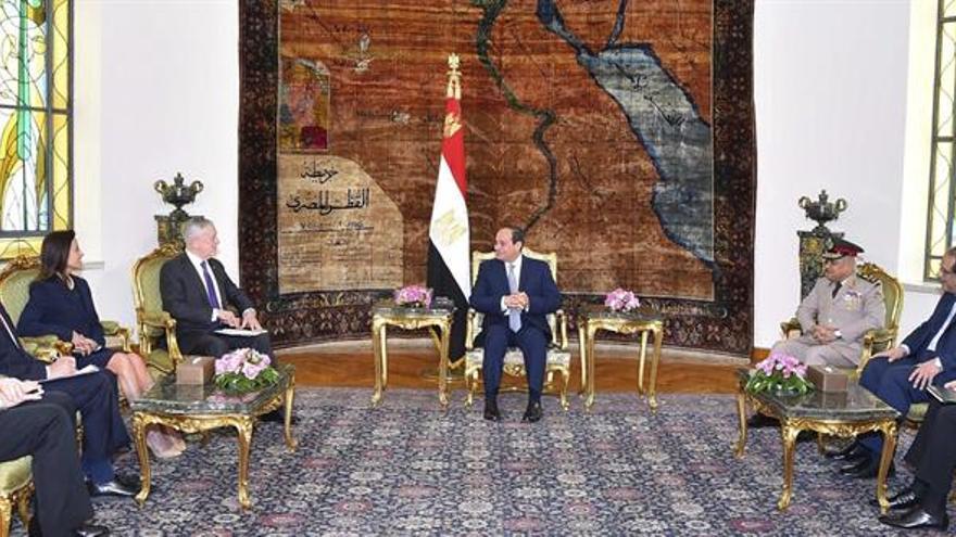 Mattis reitera el compromiso de EEUU en ampliar la cooperación militar con Egipto