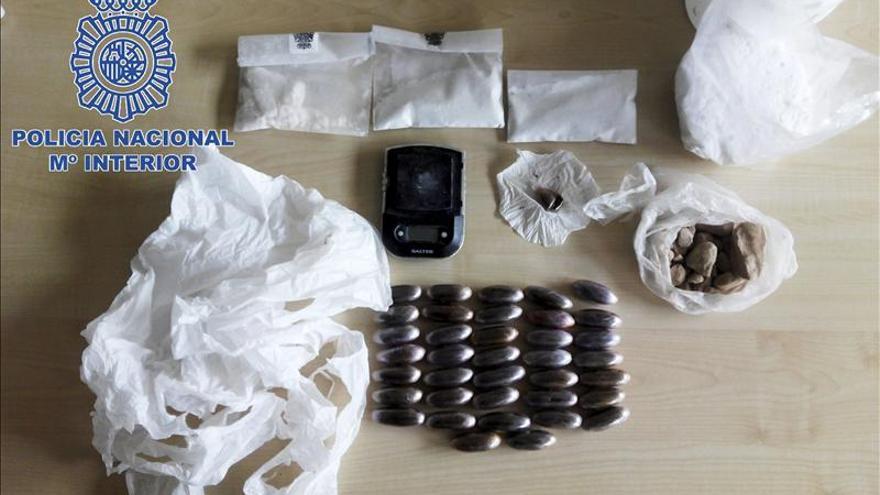 Desmantelado un punto de drogas en Vallecas y detenidos dos mujeres y un menor