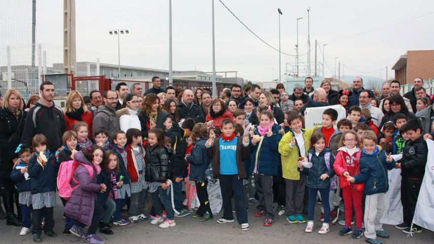 Padres y alumnos del colegio Regina Violant de Almassora (Castellón) reclaman la construcción del nuevo colegio