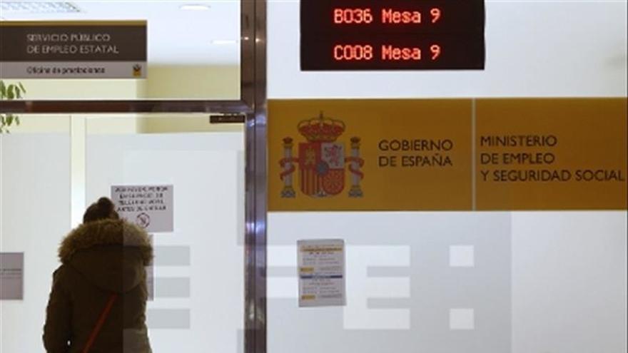 Los jóvenes que no estudian ni trabajan ya triplican en España a los que sí