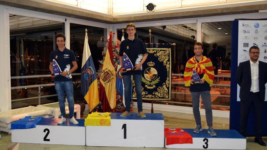 La entrega de premios del  Campeonato de España de la Clase Internacional Láser 4.7 celebrado en aguas de Santa Cruz de Tenerife, con Alfonso Fernandez a la cabeza del pódium.
