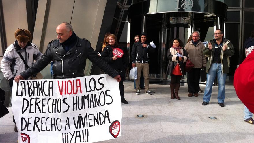"""""""La banca viola los derechos humanos. Derecho a vivienda ¡¡¡ya!!!"""" / H.J."""